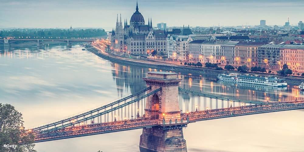 doing-business-in-budapest-szechenyi-chain-bridge